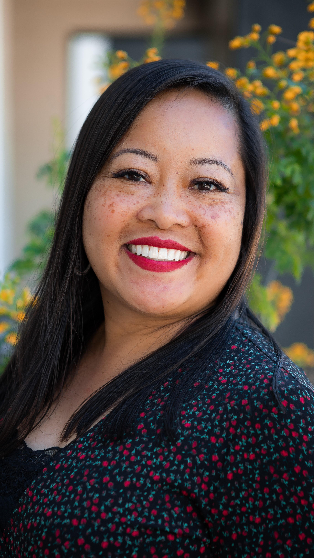 Elaine T. Santos